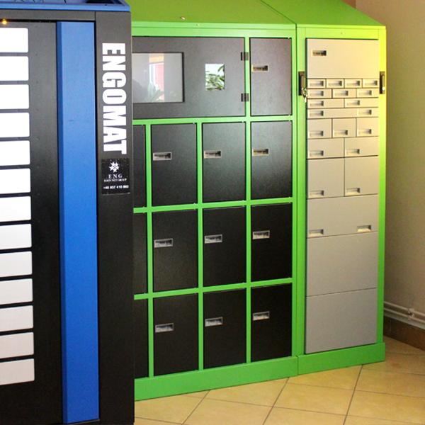automat z możliwością ładowania urządzenia wewnątrz