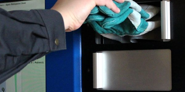Jak przebiega proces uzupełniania produktów w automacie?