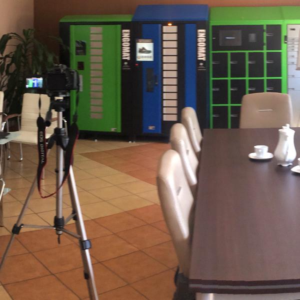 stół do konferencji i rozmów biznesowych
